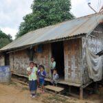 villaggio presso vang vieng - foto di andrea cassano
